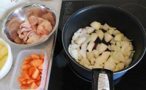 鶏手羽とろのトマトクリームシチューの作り方02