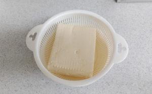 鶏むね挽肉の炒り豆腐の作り方02