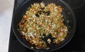 鶏むね挽肉の炒り豆腐の作り方07
