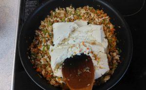 鶏むね挽肉の炒り豆腐の作り方08